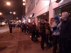 Finns queue in zero temperatures for tickets to The Hobbit: An Unexpected Journey