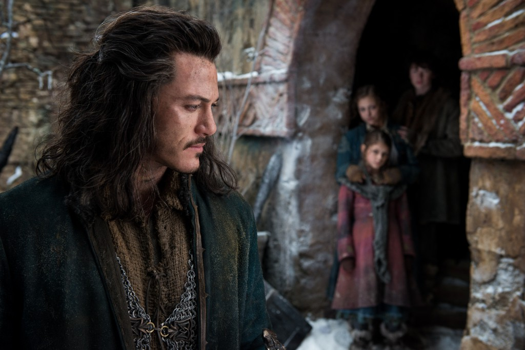 An image of Luke Evans as Bard the Bowman, with his children seen in the background.