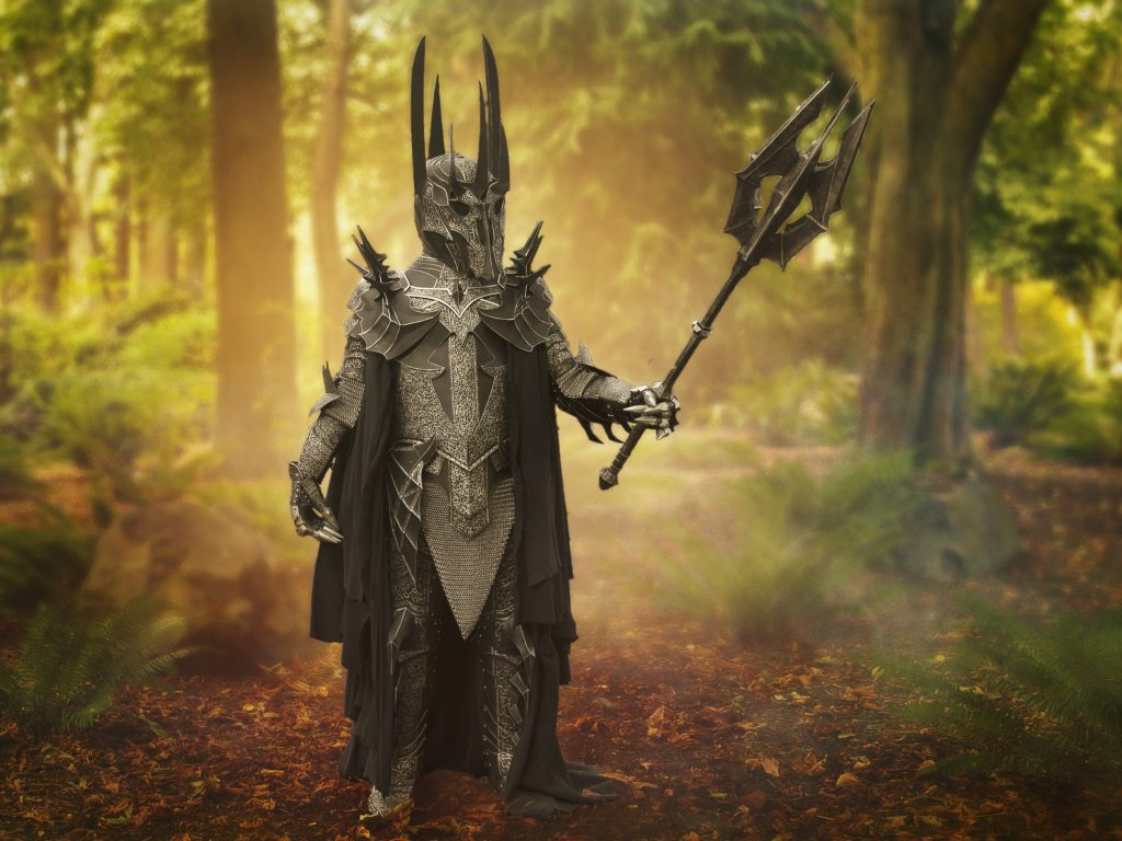 Fan Roger Perzan poses in a beautiful Sauron cosplay, complete with mace.
